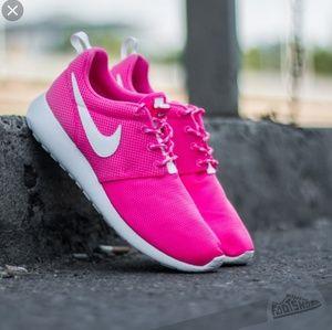 🏃♀️Nike Pink Roshe Run Sz 7.5👟